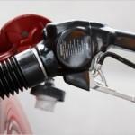 """Suben precios de combustibles; MIC dice es debido a """"fuertes alzas"""" en el petróleo"""