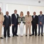 Ministro Defensa y directores de Medios reciben explicaciones sobre programas FFAA