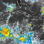 Mantienen niveles de alerta por onda tropical en varias provincias