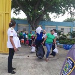 Vuelven a transportar hombres y mujeres de cárcel Rafey por huracán
