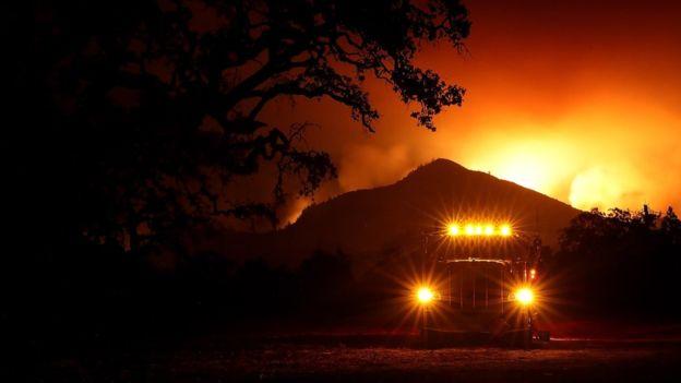 Incendios en California empeorarán: ya causan  23 muertes
