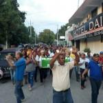 Cientos de personas marchan para exigir construcción de Hospital San Bartolomé en Neiba